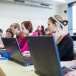 Experter uppmanar: Använd inte trådlösa nätverk i skolan