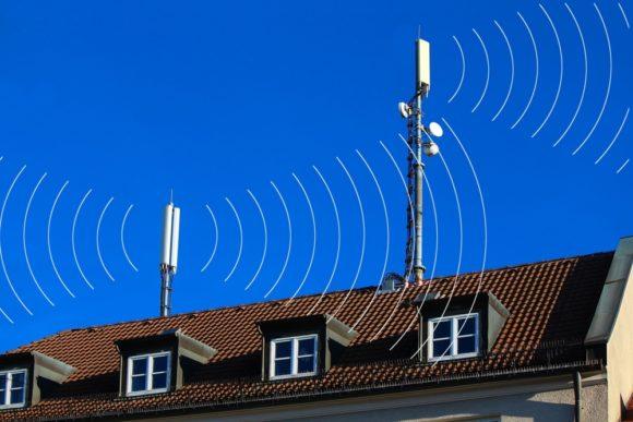 ICNIRP- och SSM-expert jämför mobilmasters strålning med glödlampans