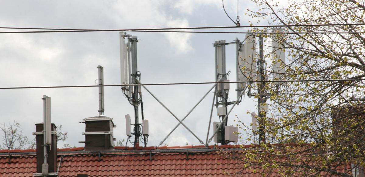 Hälsofarlig strålning i lägenhet pga mobilbasstationer